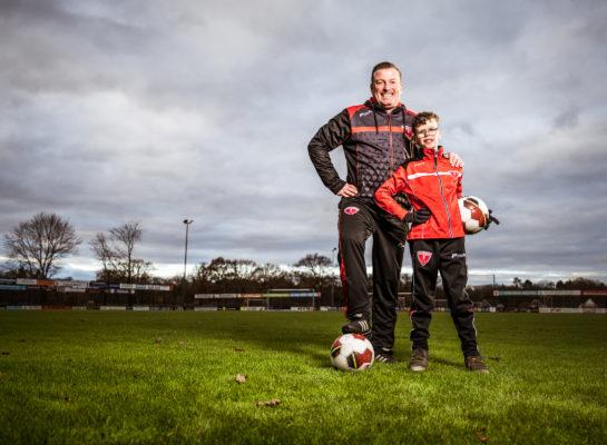 Passie voor voetbal: Remko is coach en Arje speelt in het G-team